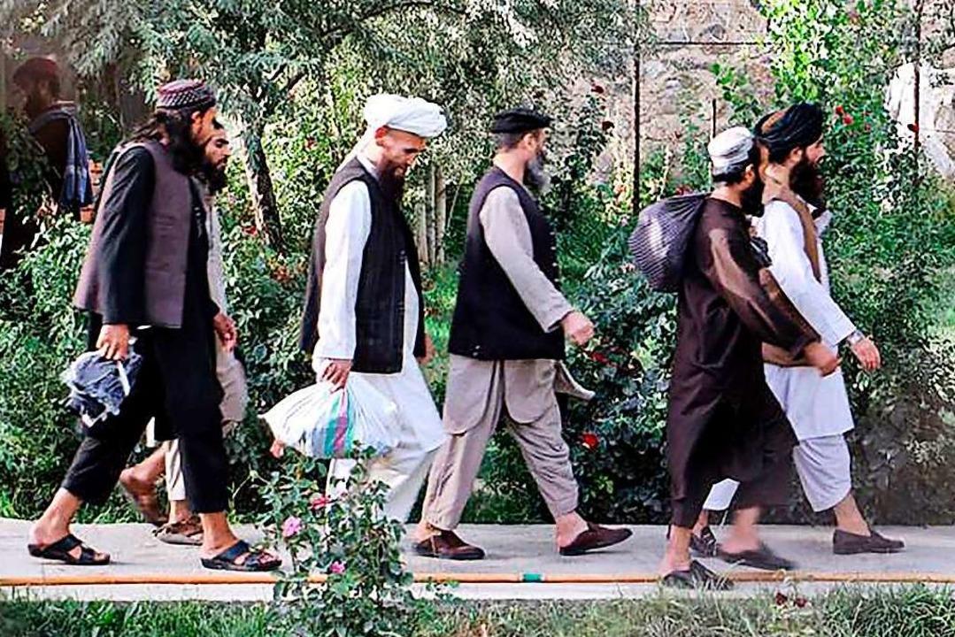 Taliban auf dem Weg in die Freiheit    Foto: - (AFP)