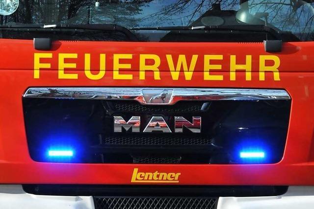 Brand eines Sattelaufliegers: Zwei Fahrspuren auf A5 bei Achern gesperrt