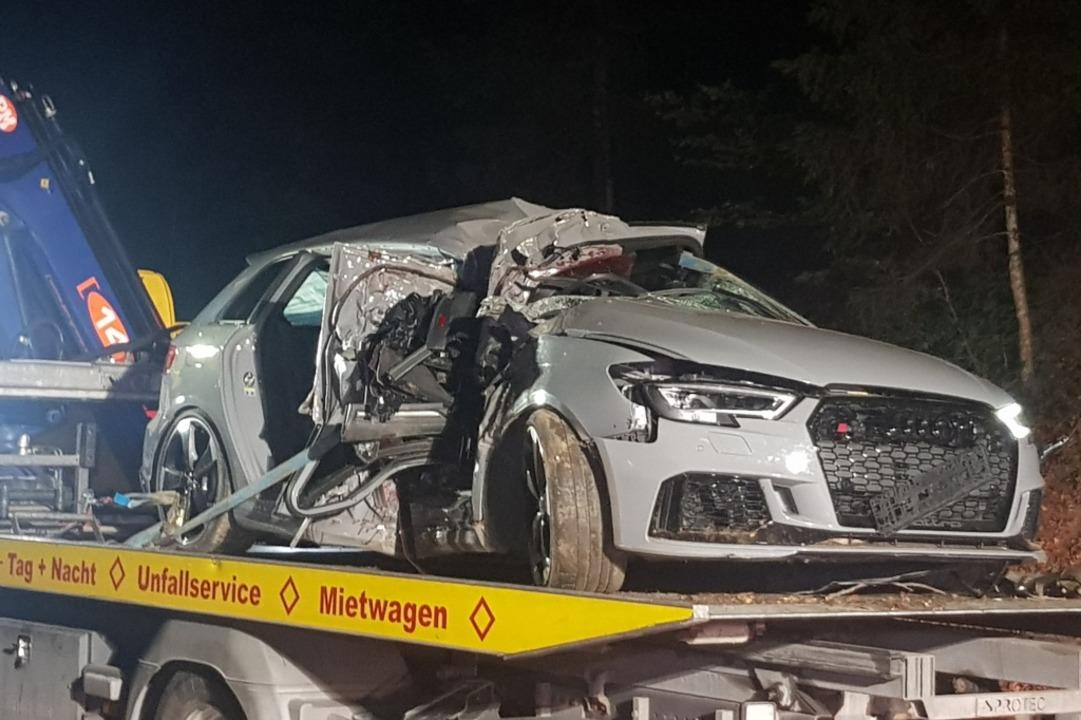 Das zerstörte Auto  | Foto: kamera24.tv