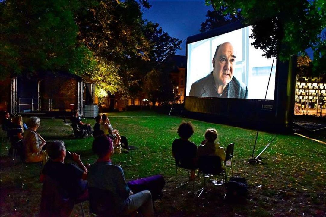 Im Mensagarten an der Rempartstraße gibt es derzeit Filme  und kleine Konzerte.  | Foto: Thomas Kunz