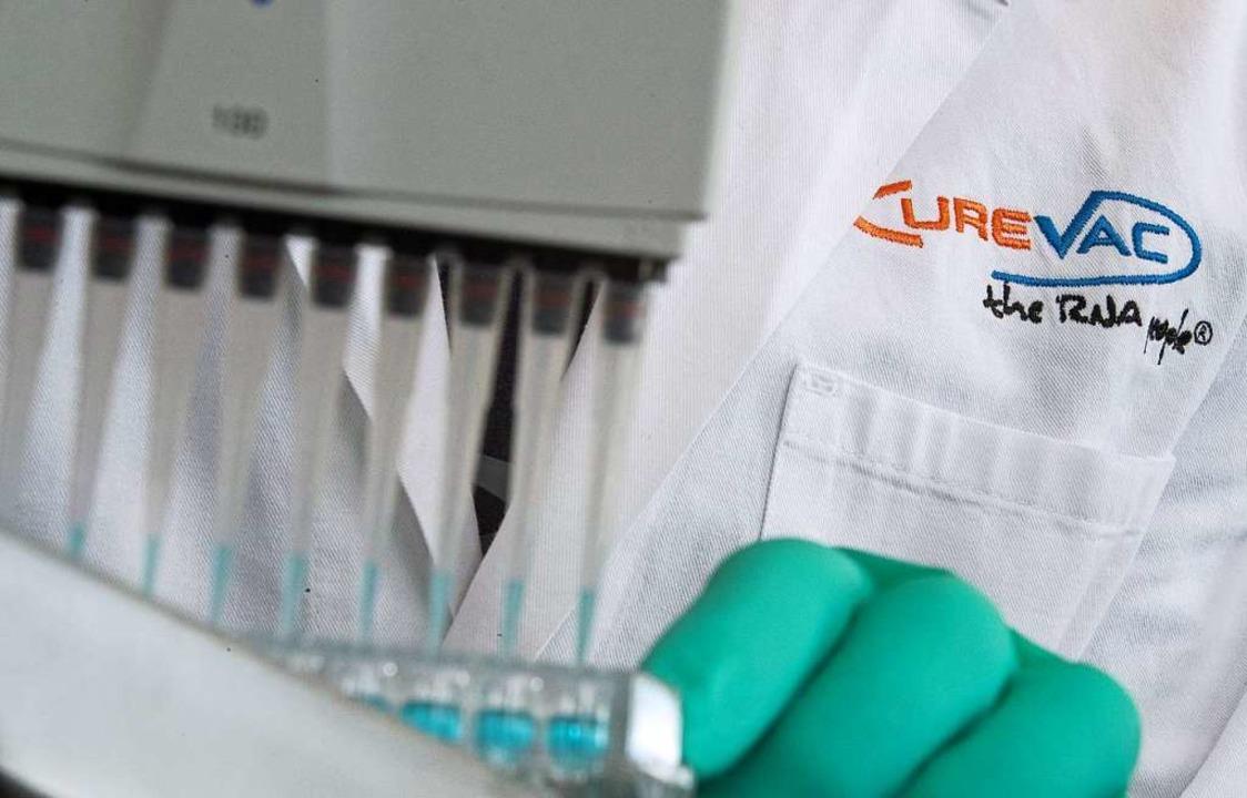 Das Tübinger Biotechunternehmen Cureva...en Corona-Impfstoffkandidaten bekannt.  | Foto: Sebastian Gollnow (dpa)