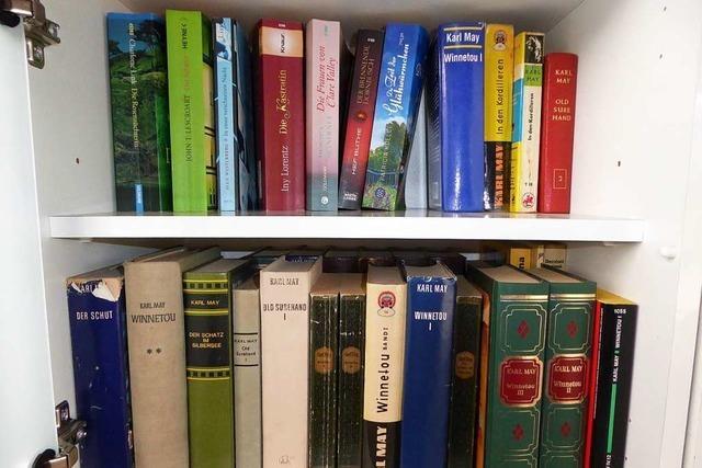 Gratis-Bücherei im Buswartehäuschen