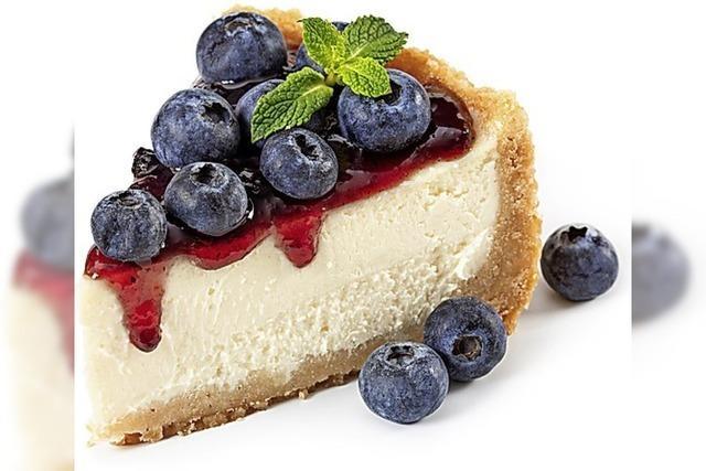 ANGERISSEN: Probesitzen mit Kuchen