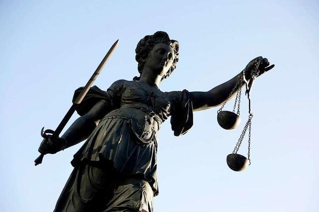 53-Jähriger für Schläge gegen Rollstuhlfahrer und Diebstahl verurteilt