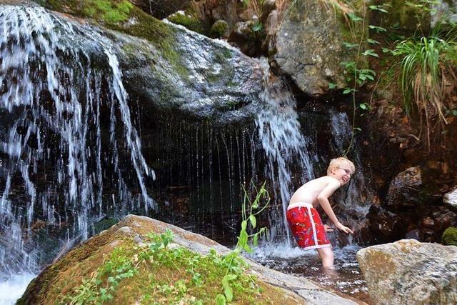Erfrischendes Bergbachbaden im Zastlertal bei Oberried