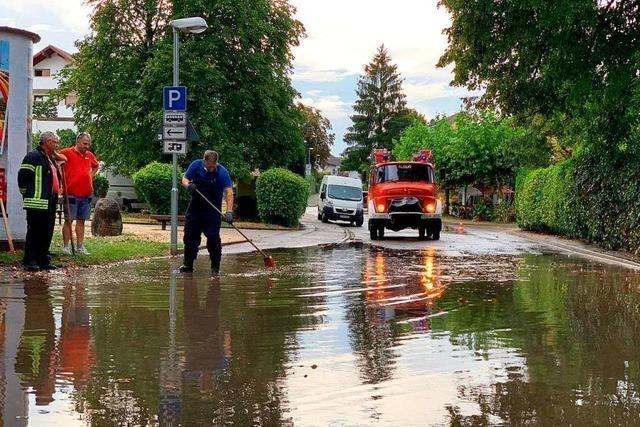 Kurzes, heftiges Unwetter setzt in Endingen Straßen und Keller unter Wasser