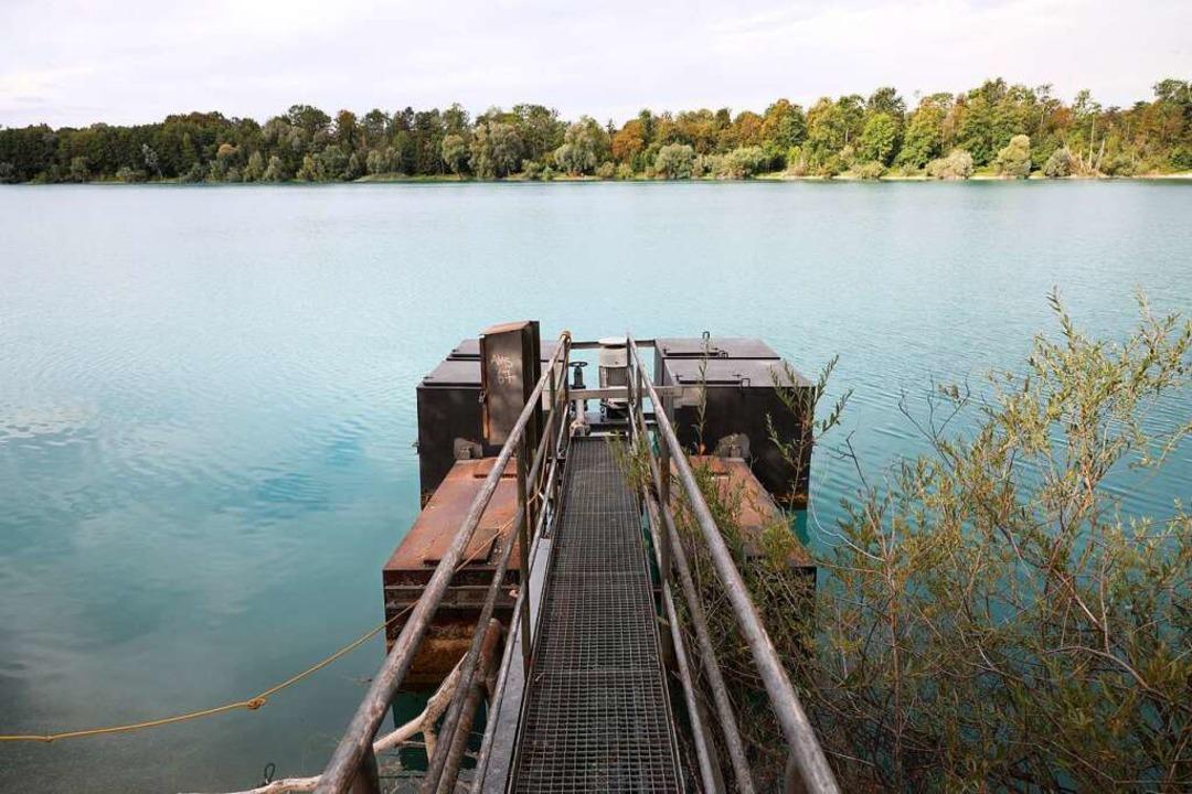 An der Stelle, wo der oder die Vermiss...ehen die Rettungstaucher unter Wasser.    Foto: Christoph Breithaupt