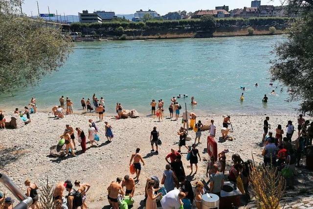 Im Rhein in Basel kann geschwommen werden, fast als gäbe es kein Virus