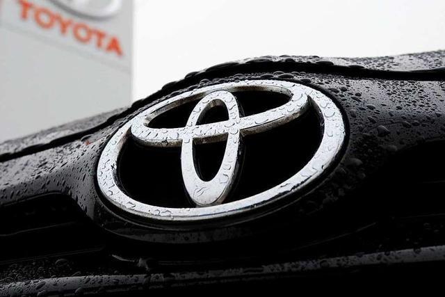 Toyota wird in Lörrach durch Steinwürfe demoliert