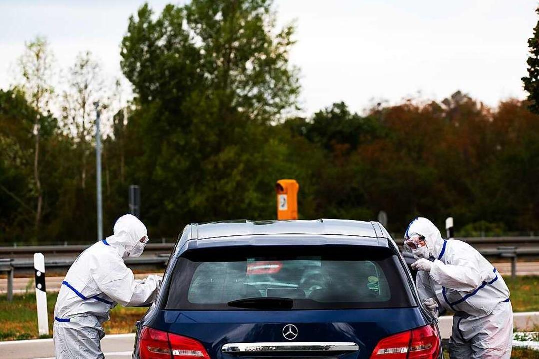 Seit Freitag werden an der A5 Autofahrer auf das Coronavirus getestet.    Foto: Philipp von Ditfurth (dpa)