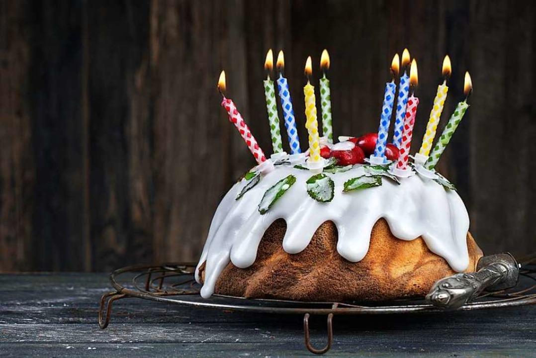 Wenn 150 Menschen um einen Geburtstags...rumsitzen, bekommen Experten Bauchweh.  | Foto: Jenny Sturm  (stock.adobe.com)