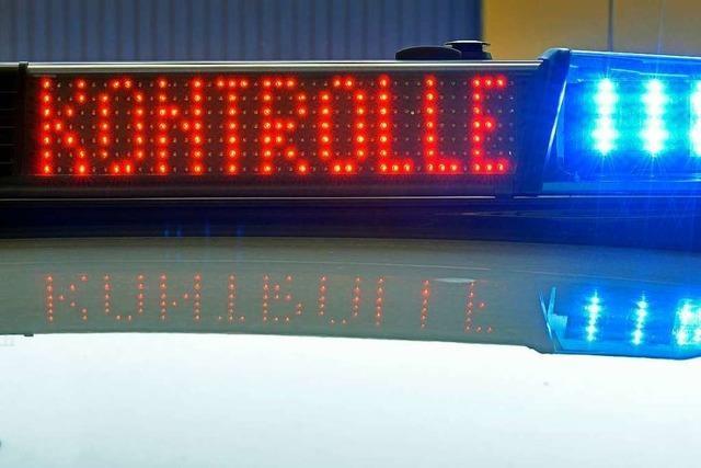 14-Jähriger baut in Freiburg Unfall mit dem Wagen der Mutter und flieht