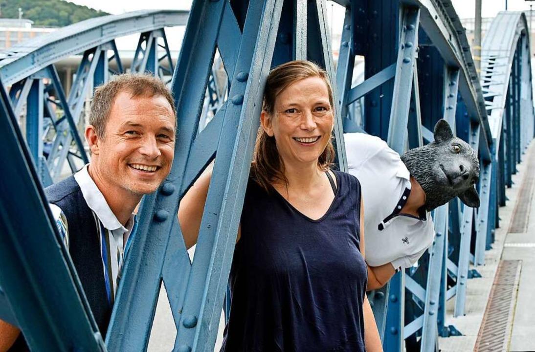 "Florian Kullack und Nina Ruh betreiben das Unternehmen ""Schafstour"".  | Foto: Michael Bamberger"