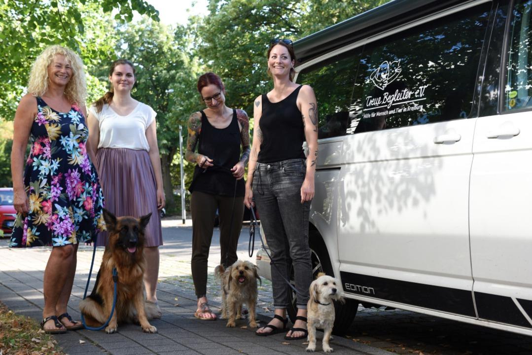 Sie engagieren sich dafür, dass Hausti...dda Grieshabers Hunde  Suki und Pippa.  | Foto: Rita Eggstein
