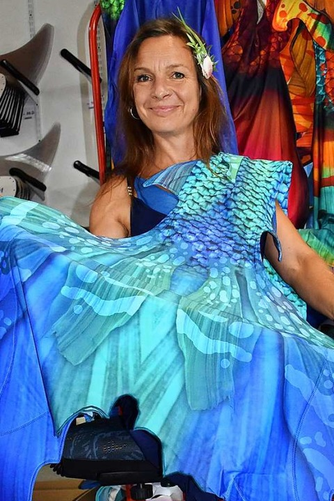 Kirsten Söller mit einer ihrer Kreationen    Foto: Laetitia Bürckholdt