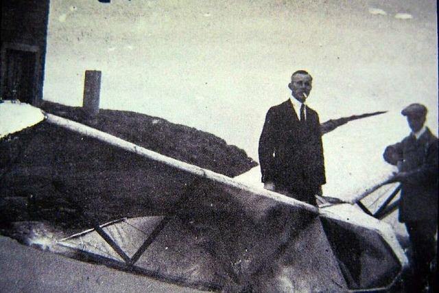 Mit einer Bruchlandung endet der Pioniersegelflug am Feldberg