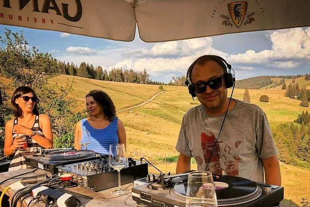 Wenn Techno-Rhythmen die Schwarzwaldhütte zum Beben bringen