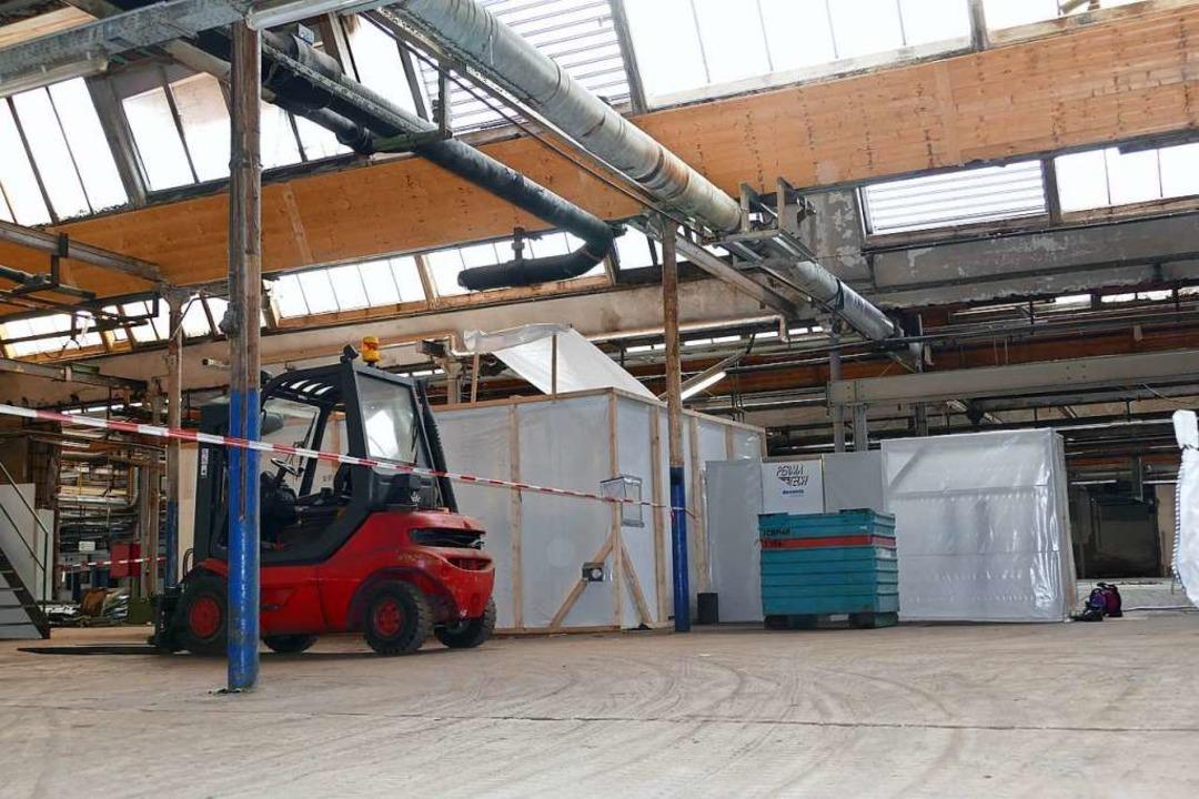 In dieser Halle wird Asbest bei Unterdruck abgebaut.  | Foto: Peter Gerigk