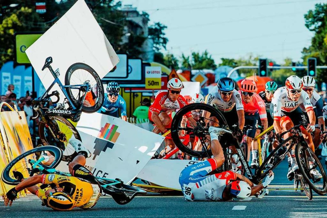 Bergab-Sprint mit fatalen Folgen: Mehr...rletzten sich bei der Polen-Rundfahrt.  | Foto: SZYMON GRUCHALSKI (AFP)