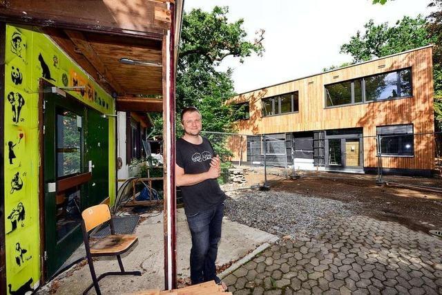Freie Schule in Freiburg baut Schulhaus während der Corona-Krise um