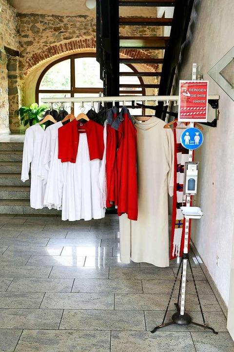 St. Cyriak in Lehen: Priester- und Min...rekt vor der provisorischen Sakristei.  | Foto: Thomas Kunz