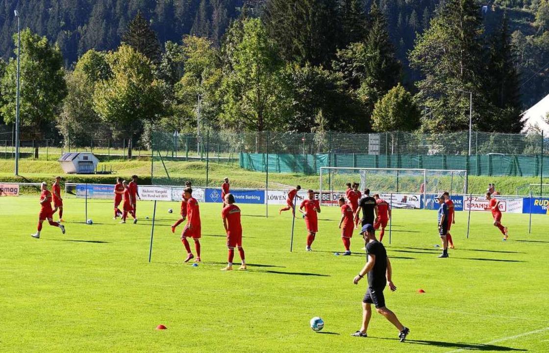 In der Schrunser Postkarten-Idylle ber...– den VfB Stuttgart – vor.    Foto: Achim Keller