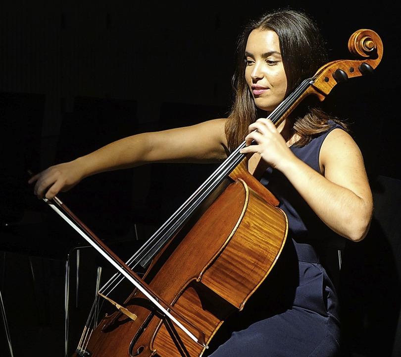 Die junge Cellistin Natalia Dauer aus ...dthalle auf schweizerischer Seite mit.  | Foto: Roswitha Frey