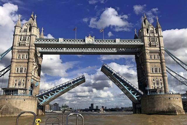 Tower Bridge steckt fest