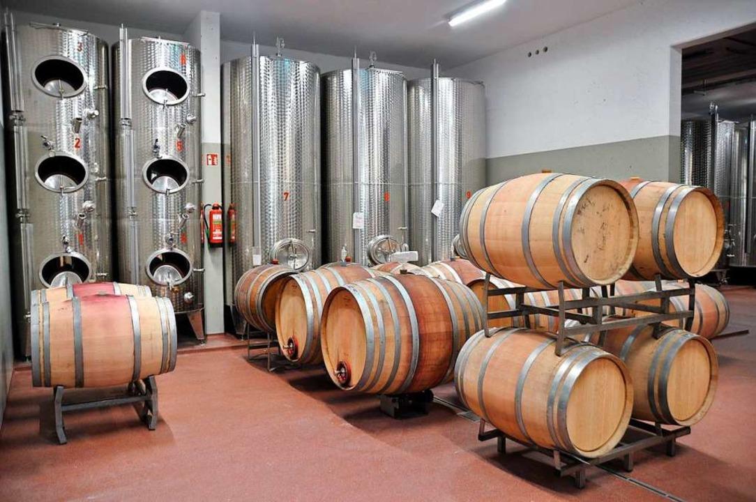 Edelstahl für die Weißweine, Holzfässer für die Roten  | Foto: Rainer Ruther