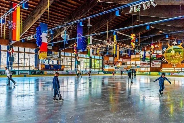 Eishalle in Herrischried öffnet, aber Hallenbad bleibt zu