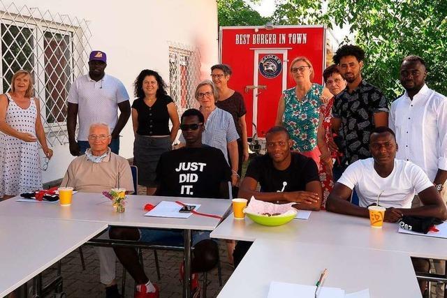 Unterstützt vom Müllheimer Verein Zuflucht haben 14 Flüchtlinge ihre Ausbildung beendet
