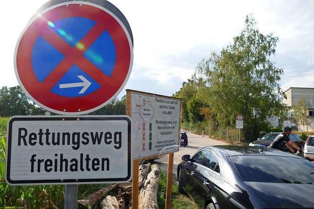 Falschparker behindern Lebensretter am Hartheimer Baggersee