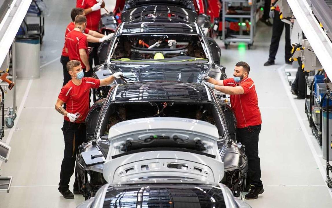 Stark vom Export abhängig: die deutsche Autoindustrie.   | Foto: Marijan Murat (dpa)