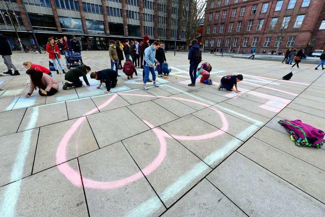 Rückblick: Fridays for Future Valentin...Earth auf dem Platz der Alten Synagoge    Foto: Ingo Schneider