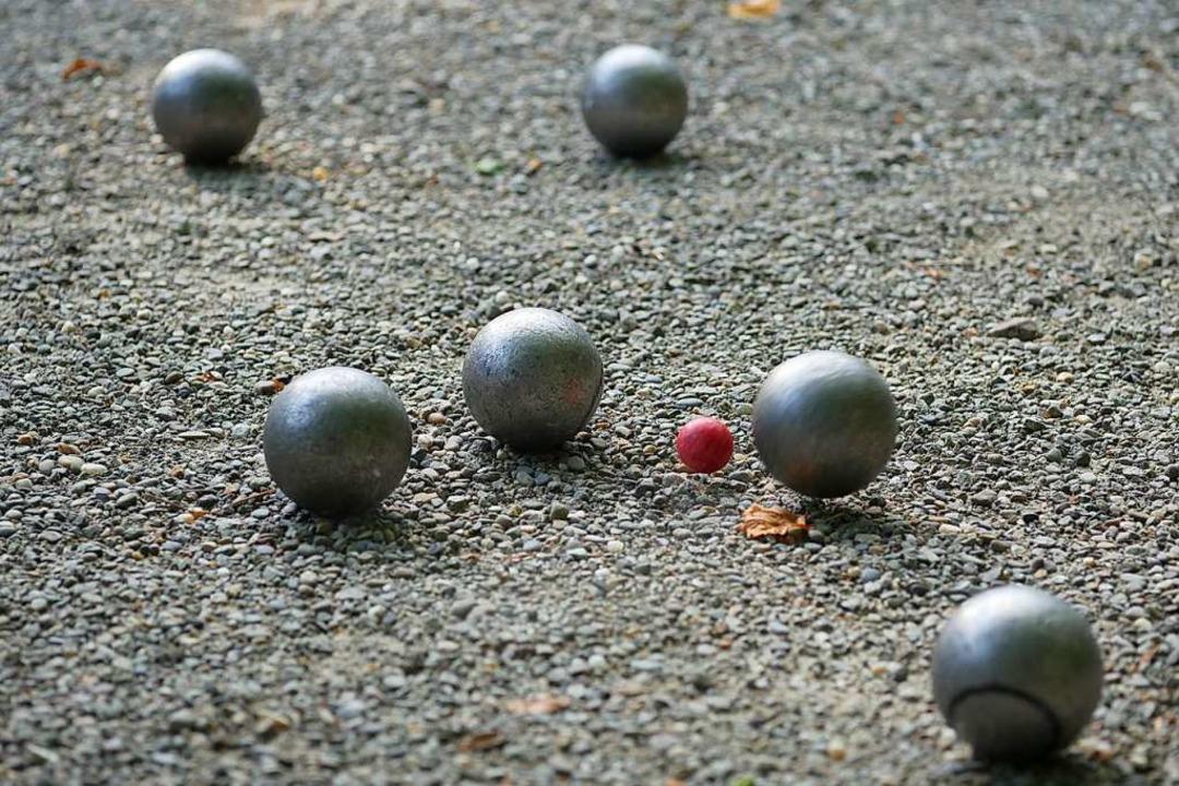 Auch in Deutschland wird Boule gespiel...ses Symbolbild stammt aus Kirchzarten.    Foto: Jannik Jürgens