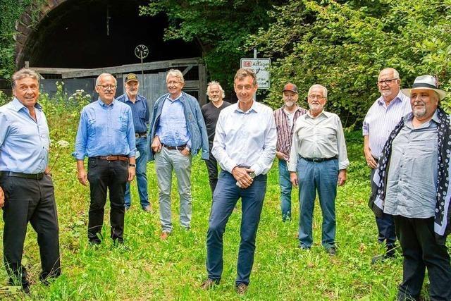 Gegner und Befürworter der Reaktivierung der Wehratalbahn diskutieren in Hasel