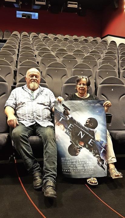 """Noch alleine im Kinosaal: Roland und E...t dem Film """"Tenet"""" wagen.     Foto: Gerhard Walser"""