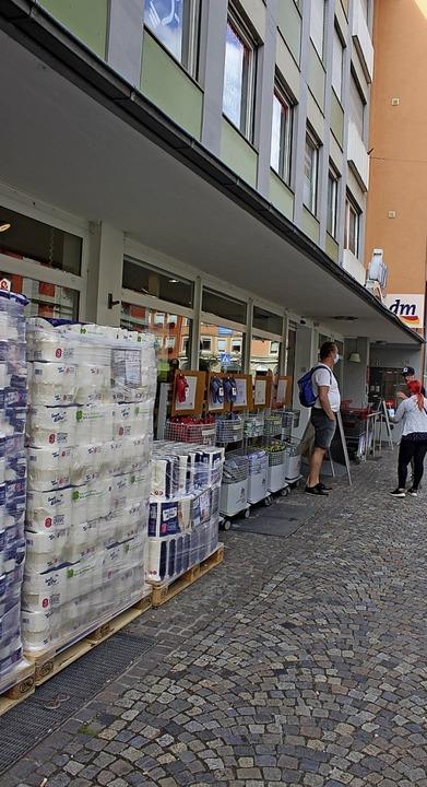 Ein gefragtes Einkaufsziel ist zweifellos der dm-Markt in der Lange Straße.     Foto: Bernd Fackler
