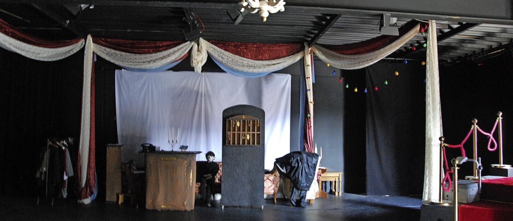 Noch befindet sich die Bühne im Theate...Spielbetrieb wieder aufgenommen wird.   | Foto: Dorothea Scherle