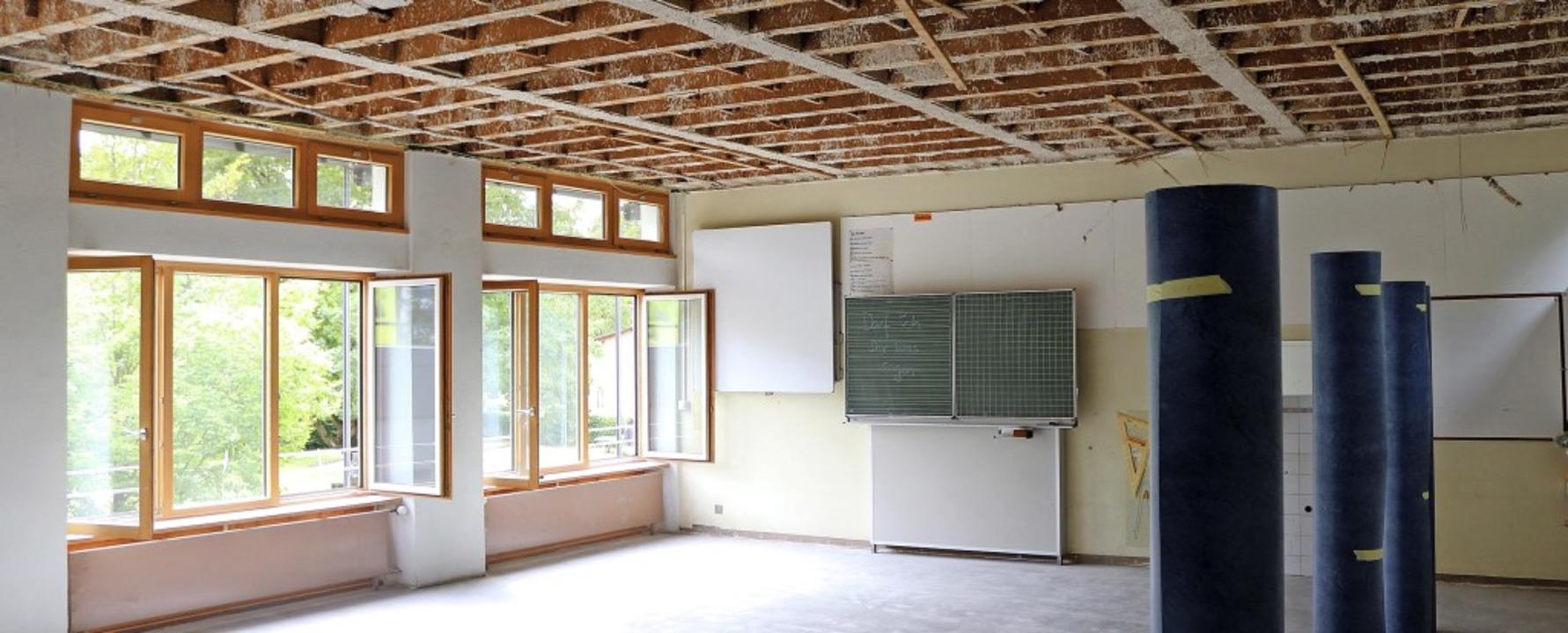 Ein Innenraum der Schutterlindenbergsc...211; die Decke ist sichtbar in Arbeit.  | Foto: Stadt