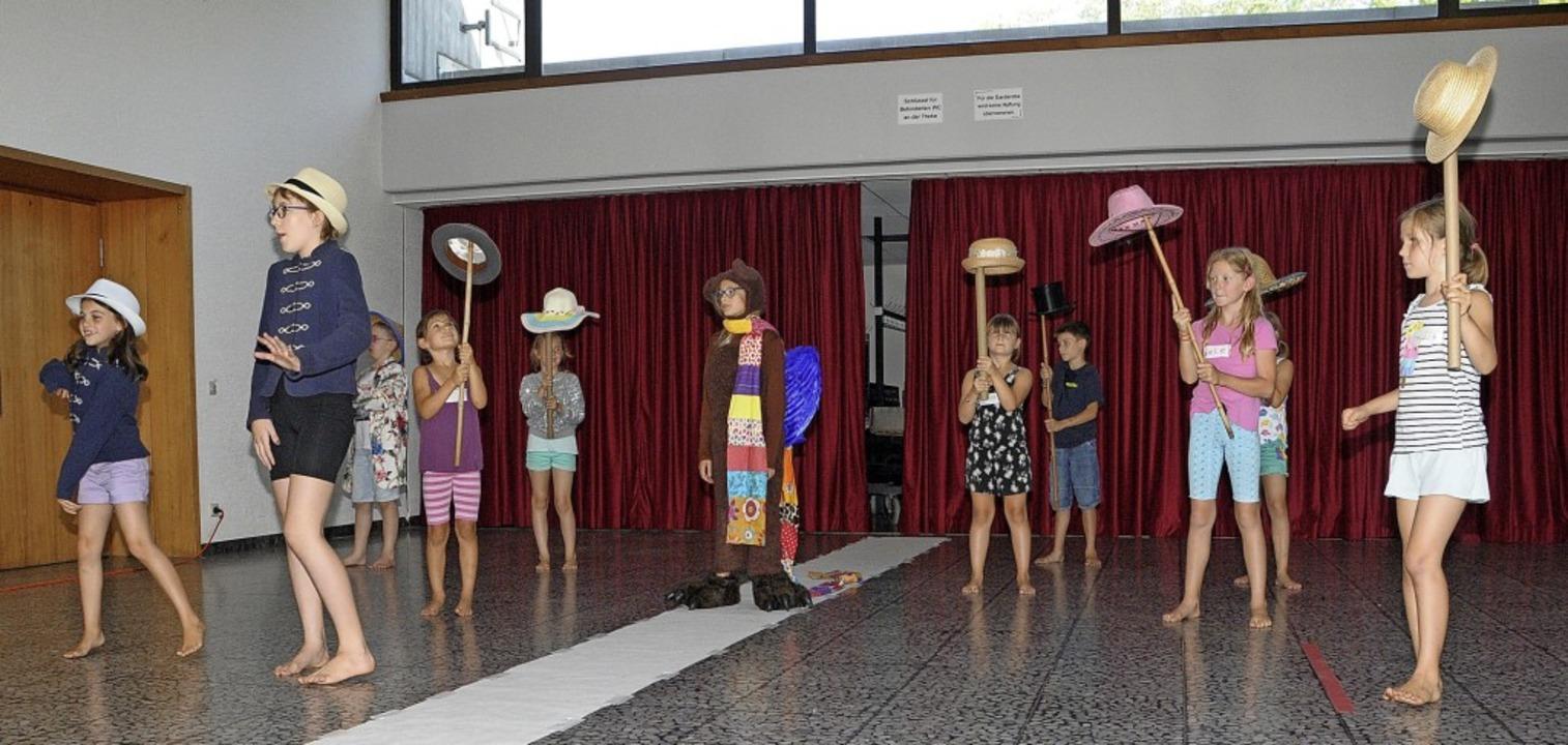 Kindertheater beim Sommerferienprogram...f, der sich in seiner Höhle fürchtet.     Foto: Regine Ounas-Kräusel