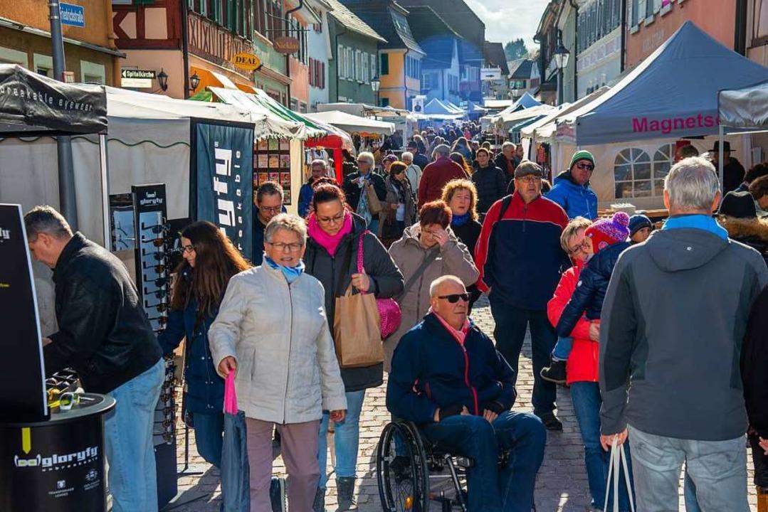 Dichtes Gedränge in den Straßen: Das w...die Veranstaltung aber möglich machen.  | Foto: Olaf Michel