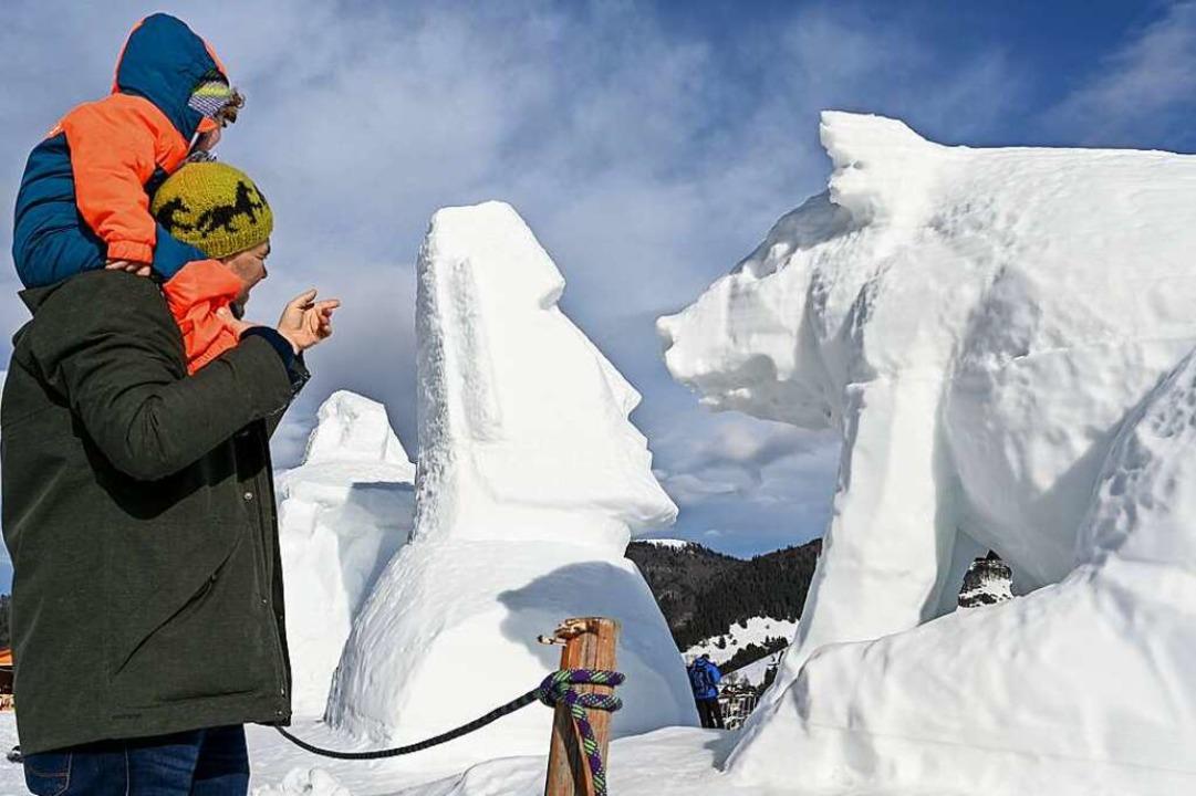 Einmal im Jahr treffen sich Künstler a...m Schneeskulpturen-Festival in Bernau.  | Foto: Felix Kästle