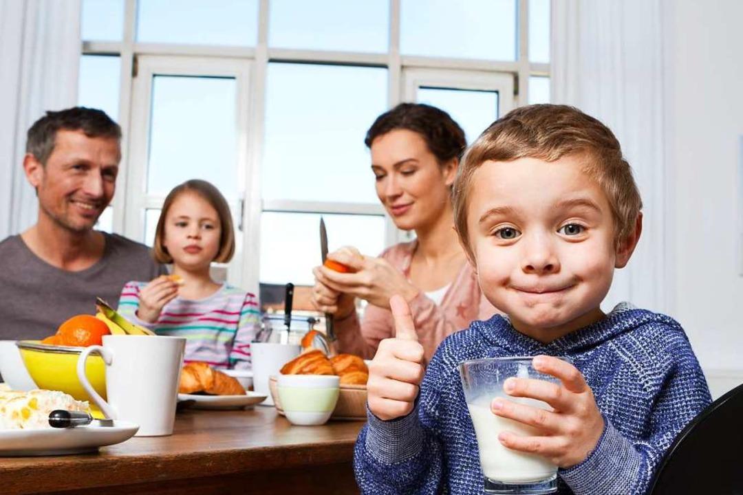 Eltern bekommen mehr bezahlte Tage, we...kranker Kinder zuhause bleiben müssen.  | Foto: imago stock&people