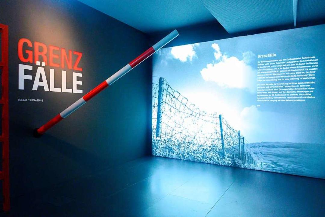 Installationsansichten und Objekte aus...zialismus im Historischen Museum Basel    Foto: HMB