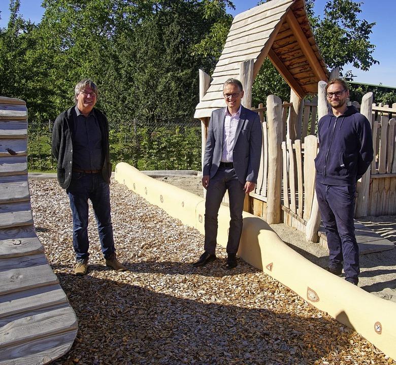 Thomas Stadelmann (von links), Ferdina... den neuen Platz einweihen zu können.   | Foto: Ilona Huege