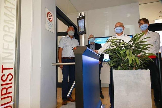 Schranke stoppt Maskenverweigerer im Rathaus – vollautomatisch