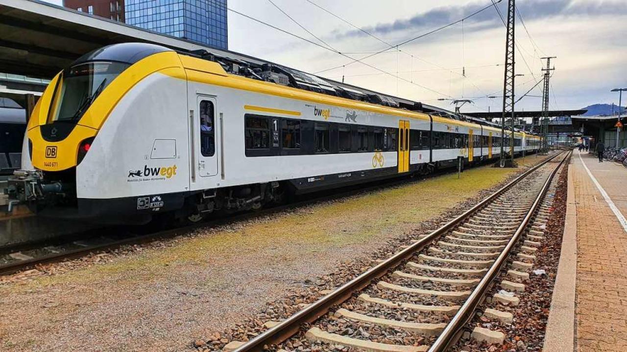 Ein  Zug der Breisgau-S-Bahn im Freibu...am Mittwochnachmittag gesperrt werden.  | Foto: Sebastian Wolfrum