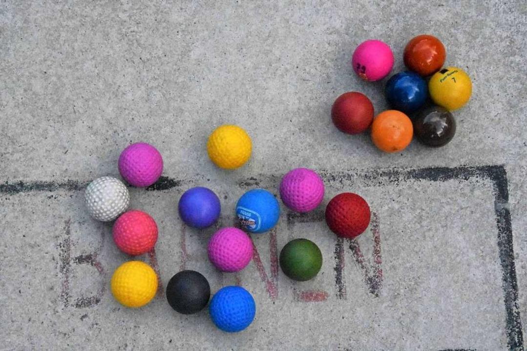 Beim Minigolf spielen die Bälle eine wichtige Rolle.    Foto: Kathrin Ganter