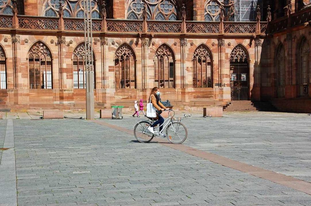 Der Platz am Straßburger Münster Mitte Mai fast menschenleer.    Foto: Bärbel Nückles